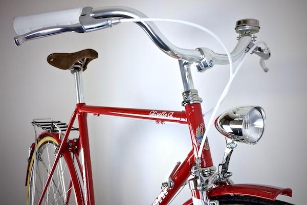 Bicicletta vintage rossa Bianchi restaurata