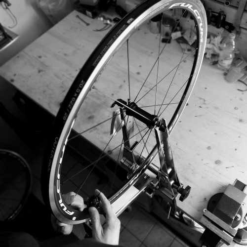 Manutenzione e costruzione ruote bici